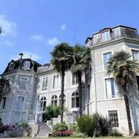 Spacious luxury apartment in a chateau in Pau